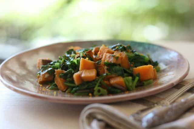 Spinach with sweet potatoes, juniper berries and turmeric